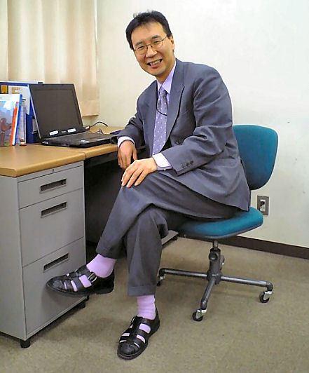 trabajo calcetines con chanclas