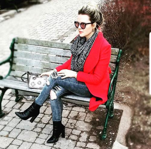 Outfits rojos con abrigo