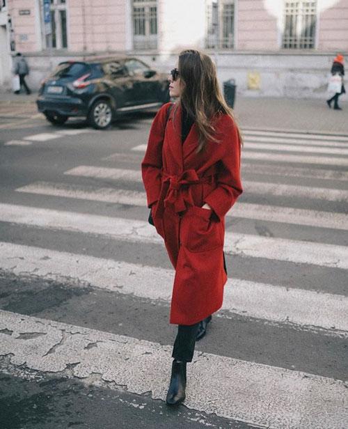 Outfits rojos con abrigos
