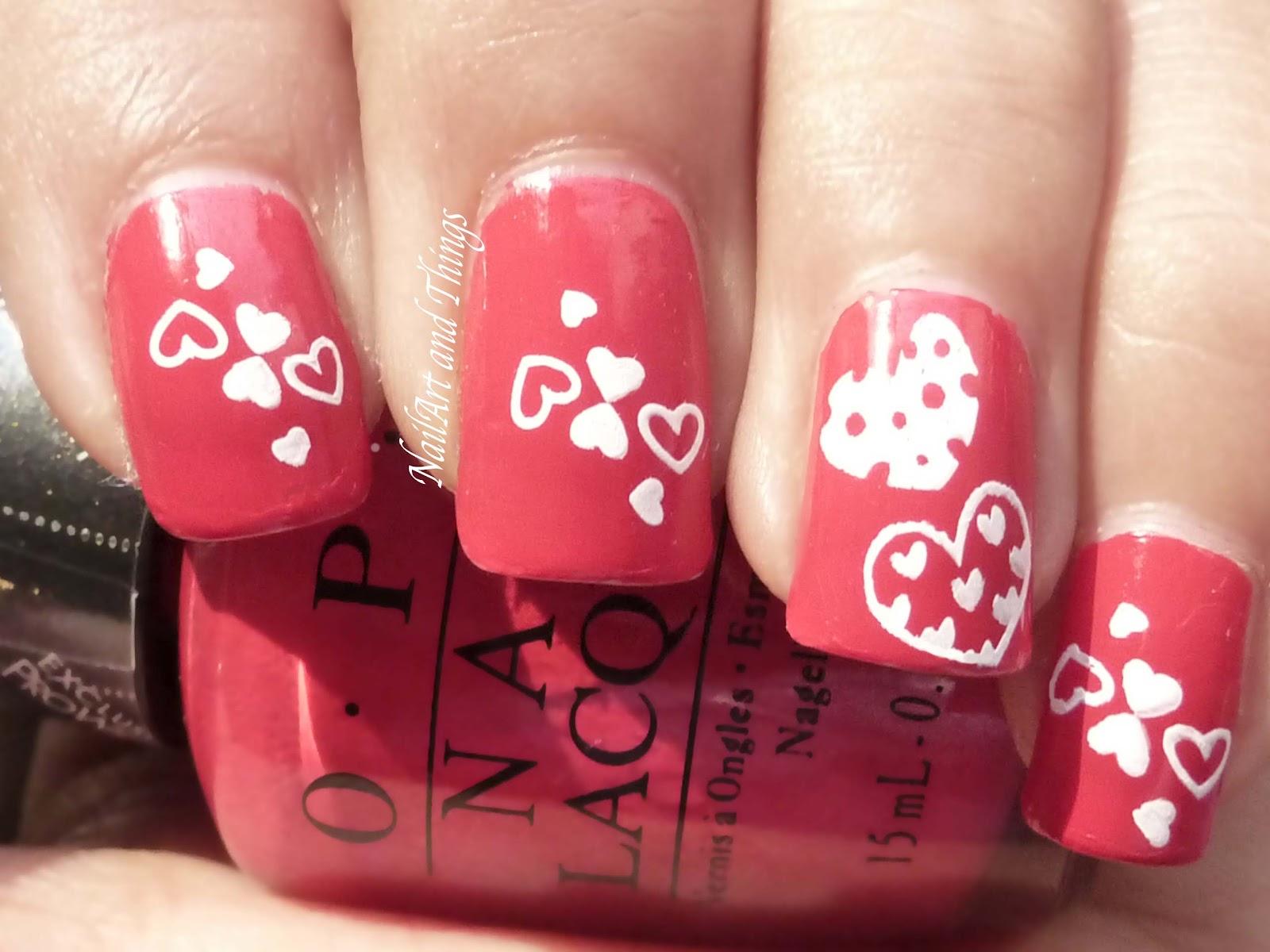 Uñas decoradas con corazones San Valentín