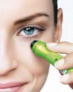 aplicacion de tratamiento contra las ojeras