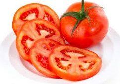 el tomate tiene agua