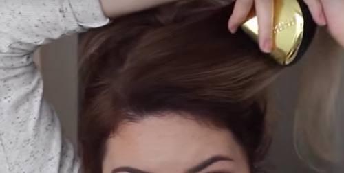 Peinar cabello hacia atrás