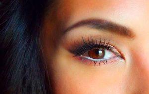 ojos marrones maquillaje
