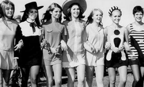 moda años 60 minifalda