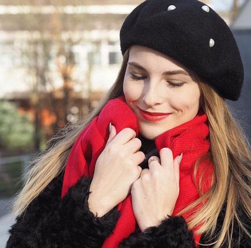 Outfits rojos con bufanda