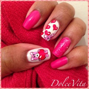 Uñas rosas San Valentín